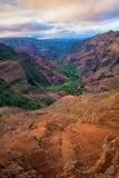 Landskap sikten av den Waimea kanjonen på soluppgång, Kauai, Hawaii Arkivbilder