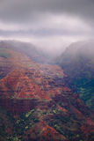 Landskap sikten av den Waimea kanjonen under dimmigt väder, Kauai Royaltyfria Foton