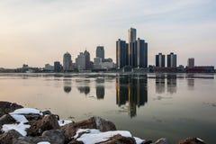 Landskap sikten av Detroitet River i vintern, Februari 2017 Royaltyfri Foto