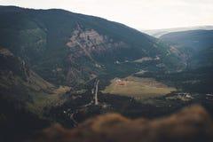 Landskap sikten av en stad i Colorado under sommaren royaltyfri fotografi