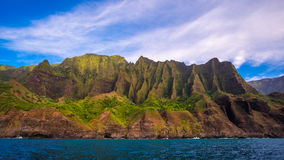 Landskap sikten av kustlinjen för imponerande föreställningNa Pali, Kauai Royaltyfri Bild