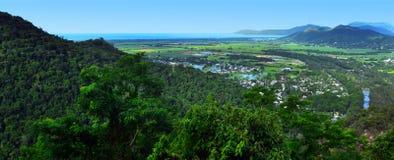 Landskap sikten från Kuranda den sceniska järnvägen i Queenland Australi royaltyfri bild