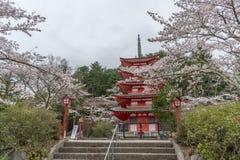 Landskap sikten uppifrån av den Chureito pagoden i Kawaguchi-knock-out, Arkivfoton