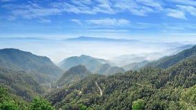 Landskap siktspunkt av Doi Ang Khang i Fang District, Chiang M Royaltyfria Foton