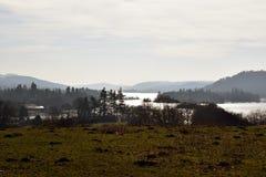 Landskap skottet av sjön Windermere på en kall morgon - Cumbria Royaltyfri Bild