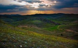 Landskap solnedgången i dalen Arkivbild