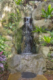 Landskap - som är konstgjort, vagga vattenfallet Arkivfoton