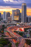 Landskap som bygger det moderna affärsområdet av Bangkok S-format Royaltyfri Bild
