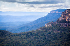 Landskap som tas i blåa berg av Australien Royaltyfri Bild