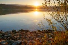 Landskap storartad färgrik sjö royaltyfri foto