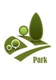 Landskap symbolen med gångbanan, gräsmattor och träd Arkivbilder