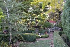 Landskap trädgård med springbrunnen royaltyfri fotografi