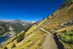 Landskap under berget som fotvandrar på det Pyrenean berget, Sankt Lar Royaltyfria Foton