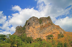 Landskapberg i det Krabi landskapet, Thailand Royaltyfria Foton