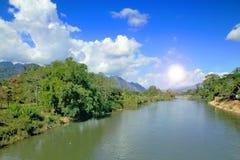 Landskapberg och flod Royaltyfria Foton
