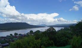 Landskapet av den Maekhong floden i Thailand royaltyfri fotografi