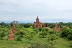 Landskapet av gamla tempel (stupas) i Bagan, Myanmar Arkivfoton