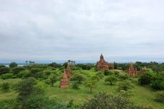 Landskapet av gamla tempel (stupas) i Bagan, Myanmar Royaltyfria Foton