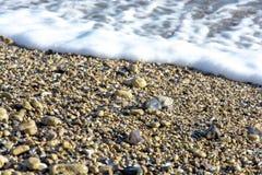 Landskapet för ‹för †för havsmed havsvågor som faller på, vaggar spritt längs kusten Fotografering för Bildbyråer