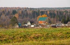 Landskapet för byMikhaleva Vologda oblastAutumn Ryssland fotografering för bildbyråer
