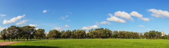 Landskapet i en gräsplan parkerar Royaltyfria Foton