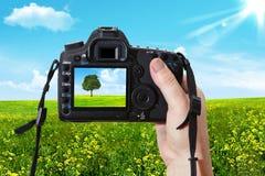 Landskapet och den digitala fotografiska kameran Royaltyfria Foton