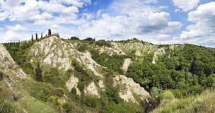 Landskapet runt om abbotskloster av Monte Oliveto Maggiore Royaltyfri Fotografi