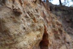 Landskapet vaggar den naturliga stennedgången för sand arkivbild