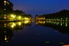 Landskapfoto av amsterdam nära på natten royaltyfri foto
