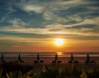 Landskaphavet vinkar på stranden Royaltyfri Bild