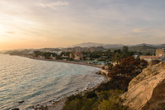 Landskapkustlinje Costa Blanca, Villajoyosa, Spanien Royaltyfri Fotografi