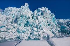 Landskapnatur av glaciärberget av dagen för solsken Spitsbergen Longyearbyen Svalbard för arktisk vinter den polara Royaltyfria Foton