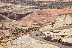 Landskappanorama av den krökta bergvägen Royaltyfri Bild