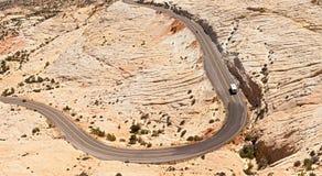 Landskappanorama av den krökta bergvägen Royaltyfri Fotografi