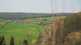 Landskappanorama Beskåda av byn stock video