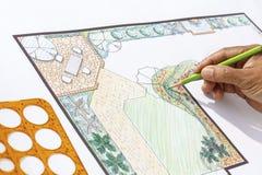 Landskapsarkitektdesign L formträdgårdplan Arkivfoto