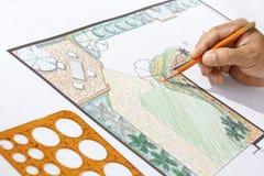 Landskapsarkitektdesign L formträdgårdplan Arkivfoton