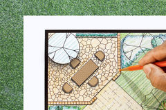 Landskapsarkitektdesignuteplats i trädgårds- plan fotografering för bildbyråer