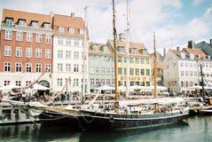 Landskapsikt av den Nyhavn Köpenhamnen Danmark royaltyfria foton