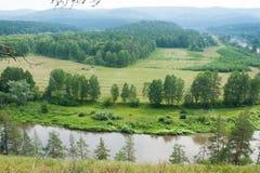 Landskapsikt av floden Belaya Arkivfoto