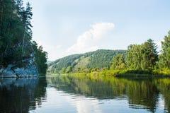 Landskapsikt av floden Belaya Royaltyfria Bilder