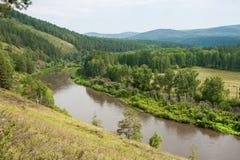 Landskapsikt av floden Belaya Arkivbild