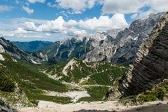 Landskapsikt av Julian Alps, Slovenien. Fotografering för Bildbyråer