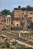 Landskapsikt av Roman Forum i Rome arkivfoto
