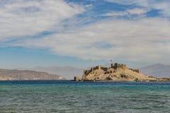 Landskapsikt av Salah El Din Castle på den Farun ön royaltyfri bild
