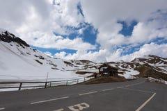 Landskapsikt från den Hochtor tunnelen på Grossglockner den höga alpina vägen Arkivbild