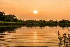 Landskapsikt med solnedgångtider Arkivbild