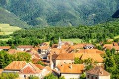 Landskapsikt på byn i Frankrike fotografering för bildbyråer