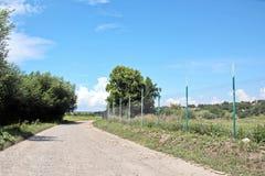Landskapsikter av naturen, fält, byar och vägar av Ukraina Sikt från bilfönstret, när köra royaltyfria foton
