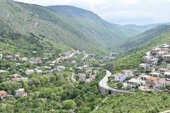 Landskapväg i bergen Arkivbild